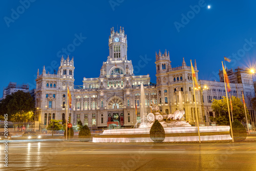 Staande foto Madrid Plaza de Cibeles in Madrid with the Palace of Communication at night