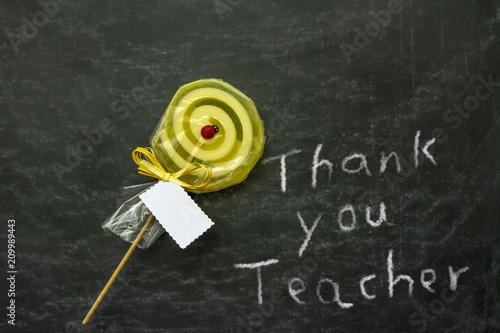 Fototapeta nota de agradecimiento a la profesora en el ultimo dia de clase con una pirueta