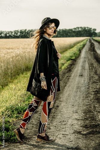 Poster Gypsy walk on country road