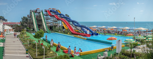 Foto  SOCHI, RUSSIA - JUNE 12, 2017: Water park on the waterfront.