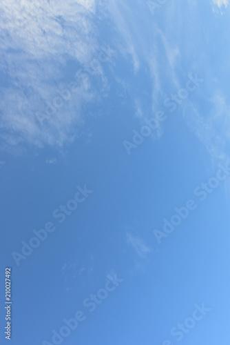 In de dag Ochtendgloren Beautiful blue sky with white clouds in the afternoon.
