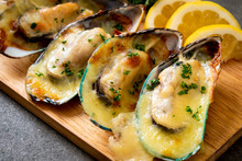 Mussel Baked With Cheese