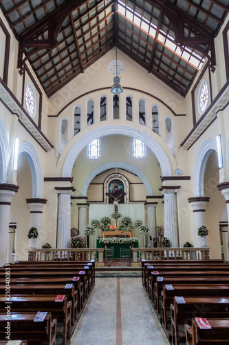 Valokuva NUWARA ELIYA, SRI LANKA - JULY 16, 2016: Interior of St Xavier's roman catholic church in Nuwara Eliya town
