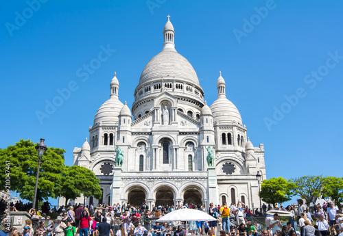 Photo  Basilica of Sacre Coeur (Sacred Heart) on Montmartre hill, Paris, France