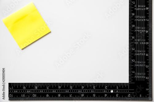 Fényképezés  etiquetas adhesivas y regla de escuadra  para personalizar con el logotipo de su
