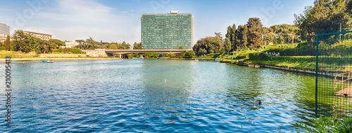 Zdjęcie XXL Sceniczny widok nad jeziorem EUR w Rzym, Włochy