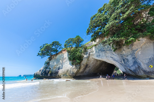 Foto op Canvas Cathedral Cove Cathedral Cove in Coromandel Peninsula on the North Island of New Zealand. People can seen exploring around it.