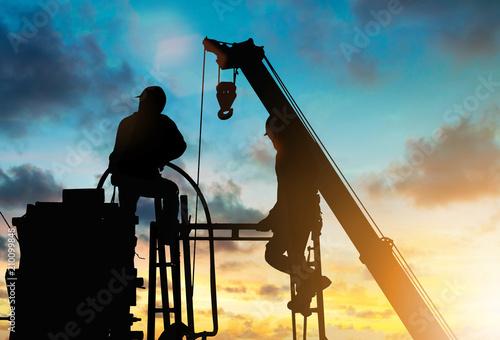 Valokuva Working men construction silhouette in substation