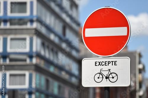 Photo interdit velo panneaux cycliste