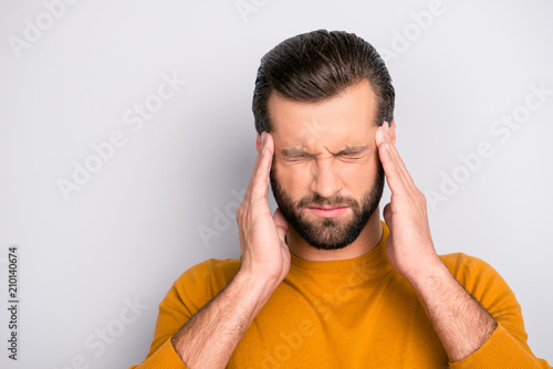 Fotografia Close up portrait of unhealthy tired man touching his temples suffering from hea