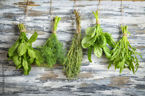 Fototapety do kuchni   bunches-of-different-herbs-on-wooden-background