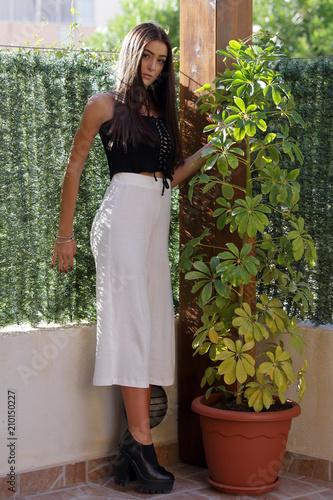 Ragazza adolescente in veranda Wallpaper Mural