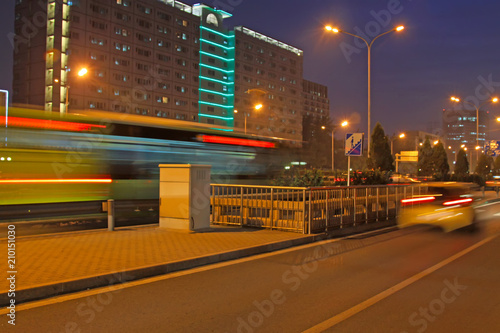 Photo  light trails on the modern street at night in beijing financial center, China