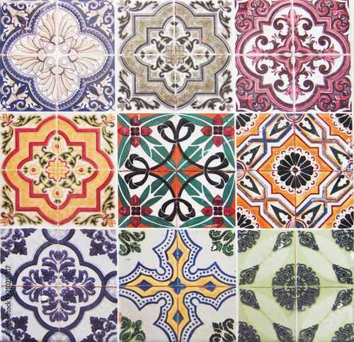 Deurstickers Marokkaanse Tegels Detail of the traditional tiles from facade of old house. Decorative tiles.Valencian traditional tiles. Floral ornament.