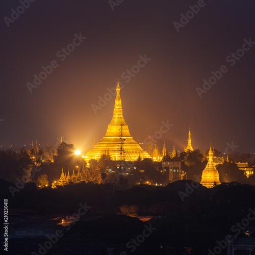 Obraz na plátně  Shwedagon Pagoda at night in Yangon, Myanmar.