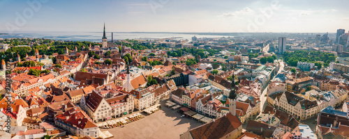 Montage in der Fensternische Luftaufnahme Amazing aerial view of the Tallinn old town with many old houses sea and castle on the horizon.