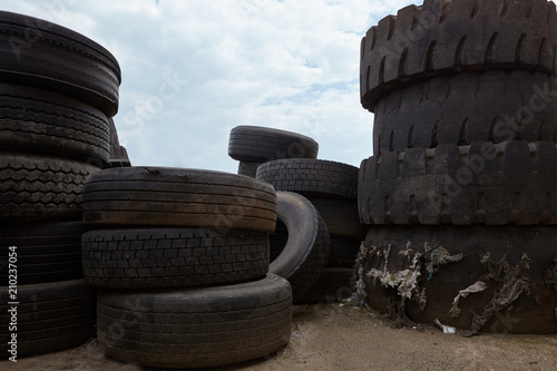 Photo sur Toile Amsterdam Heap of old tires.