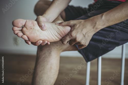 Valokuva  体に痛みを抱える男性