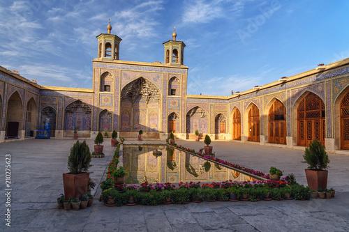 Papiers peints Con. ancienne Nasir Ol-Molk mosque, also famous as Pink Mosque. Shiraz. Iran