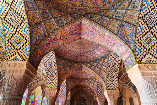 Papiers peints Con. ancienne Detail of the arches in Nasir Ol-Molk mosque, also famous as Pink Mosque. Shiraz. Iran