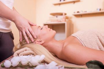 Obraz na płótnie Canvas Woman having head massage