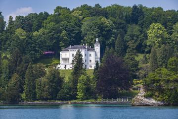 Fototapeta na wymiar Town Hertenstein on Lucerne lake