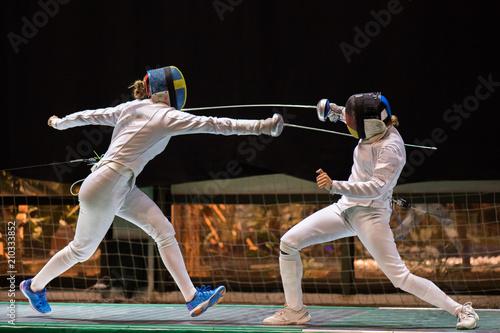 Fotografía  Two woman fencing athletes fight