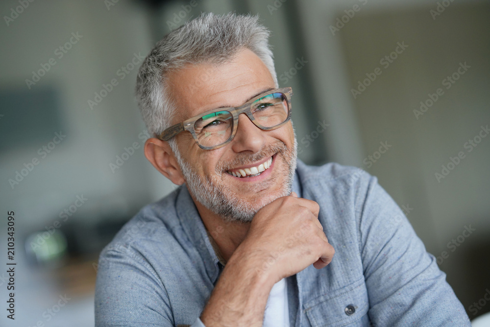 Fototapety, obrazy: Middle-aged guy with trendy eyeglasses