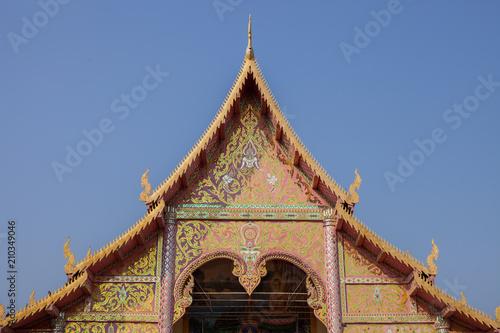 Foto op Plexiglas Bedehuis Thai stye temple in front of old wooden door.