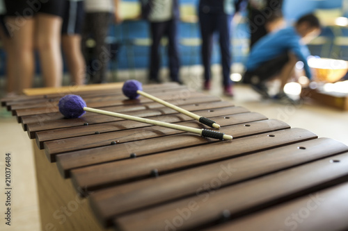 Fotografía  xylophone and drumsticks in a music class with children