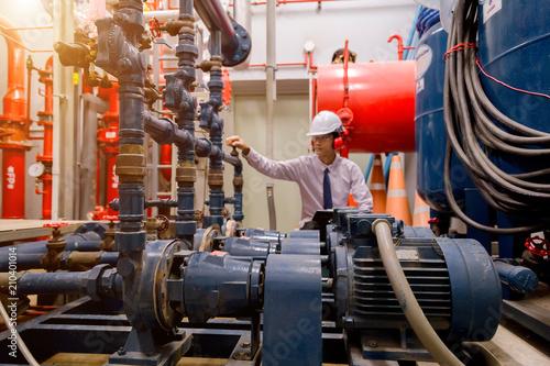 Cuadros en Lienzo Engineer checking Condenser Water pump and pressure gauge , chiller water pump with pressure gauge
