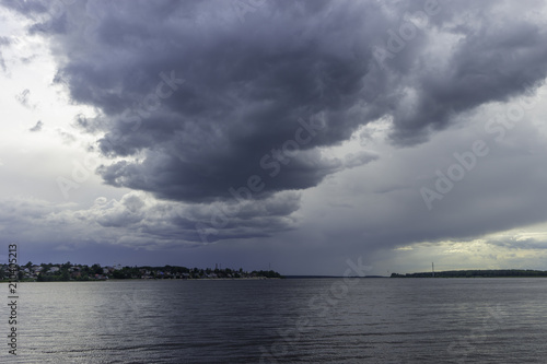 Foto op Aluminium Bos rivier summer landscape with a river and beautiful storm clouds in the sky