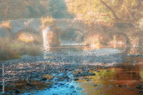 Foto  Die historische Nisterbrücke im Westerwald nahe dem Kloster Marienstatt,Rheinlan