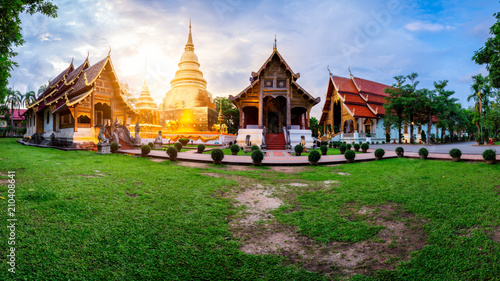 Spoed Foto op Canvas Bedehuis Panorama of Wat Phra Singh temple. This temple contains supreme examples of Lanna art in the old city center of Chiang Mai,Thailand.
