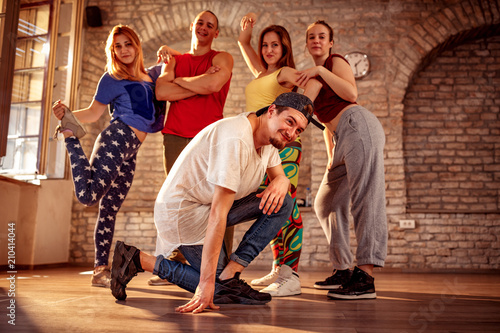 Fototapeten Tanzschule Passion dance team - break dancing moves
