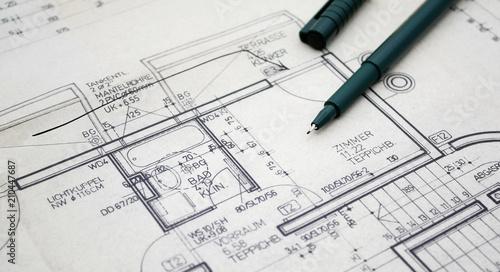 Fotografia  Planzeichnung einer Wohnung mit Tuschestiften