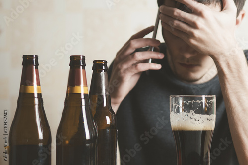 Fotografía  Young man abusing alcohol