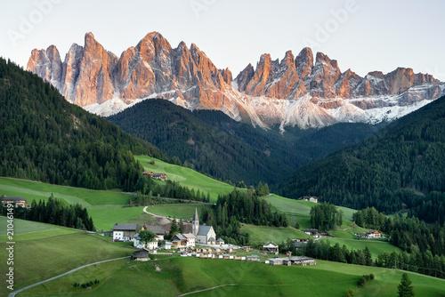 Fotografia Mountain valley in the Italy alps