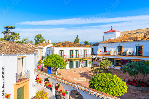 Foto  MARBELLA, SPAIN - MAY 7, 2018: View of apartment hotel with typical architecture of small Spanish village