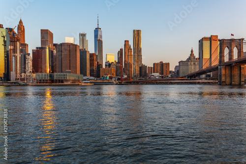 Poster Lieux connus d Amérique Manhattan skyline, sunset beautiful landscape