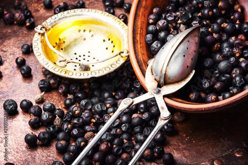 Fototapeta Bowl of juniper berries obraz