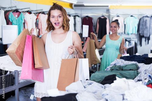 Photo Two happy female customers