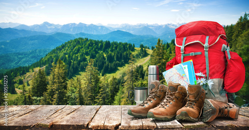 Photo sur Aluminium Camping Big backpack and trekking boots