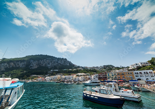 Tuinposter Poort Boats in world famous Amalfi harbor