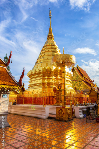 Spoed Foto op Canvas Bedehuis Wat Phra That Doi Suthep, The most famous temple in Chiang Mai Province, Thailand