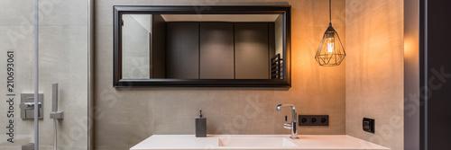 Tableau sur Toile Bathroom with metal lamp