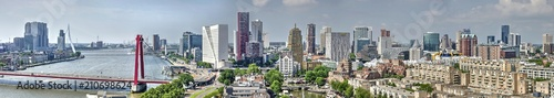 Spoed Fotobehang Rotterdam Panoramic view of the Rotterdam skyline from the east