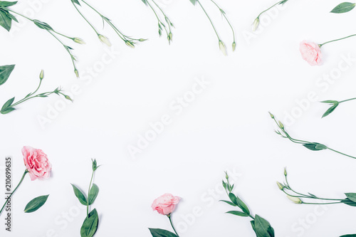 Fotobehang Bloemen Floral flat lay arrangement with pink flowers