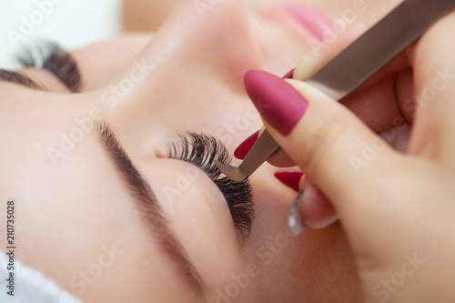 Eyelash extension procedure close up Fotobehang