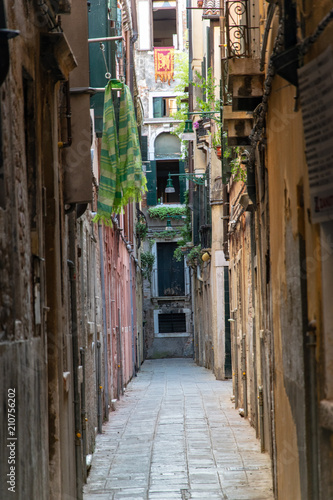 Deurstickers Smal steegje Narrow street in Venice Italy